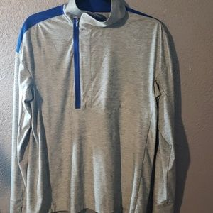 EUC lightweight under armor sweatshirt